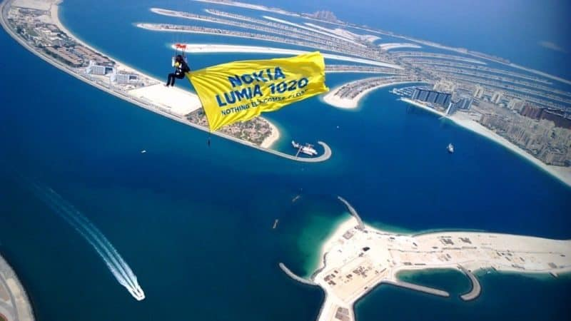 Nokia Lumia 1020 landet in Dubai mit Unique Skydive Stunt