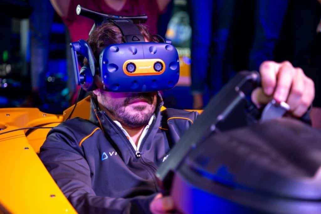 Fernando Alonso in VR Sim 1024x682 - HTC Vive and McLaren release limited edition VIVE Pro headset